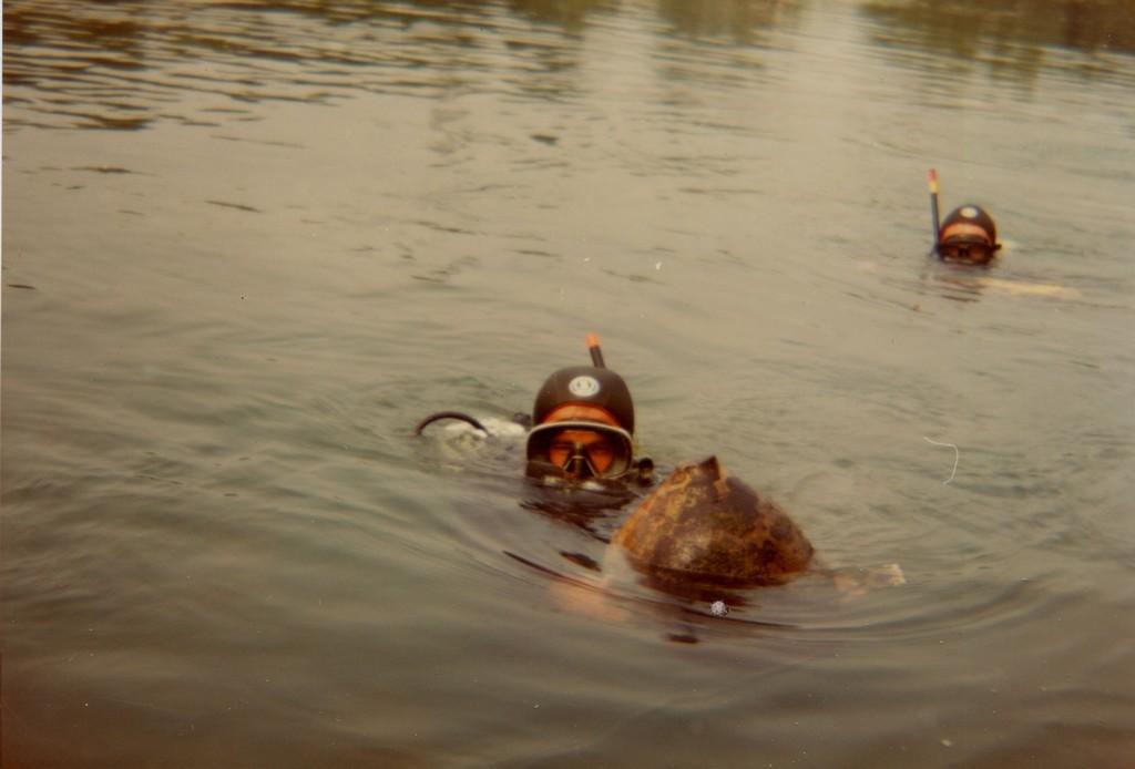 Archeo sub di Marano recuperano un'anfora nel fiume Stella