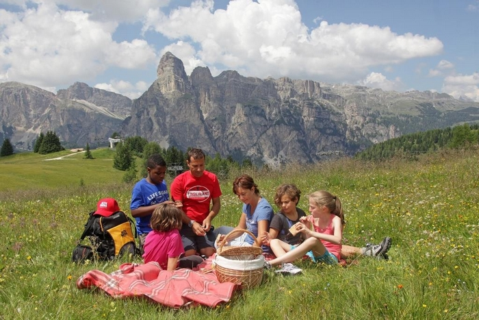 picnic ad alta quota con dolomiti Supersummer